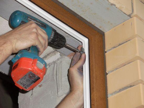 Как отремонтировать двери пвх